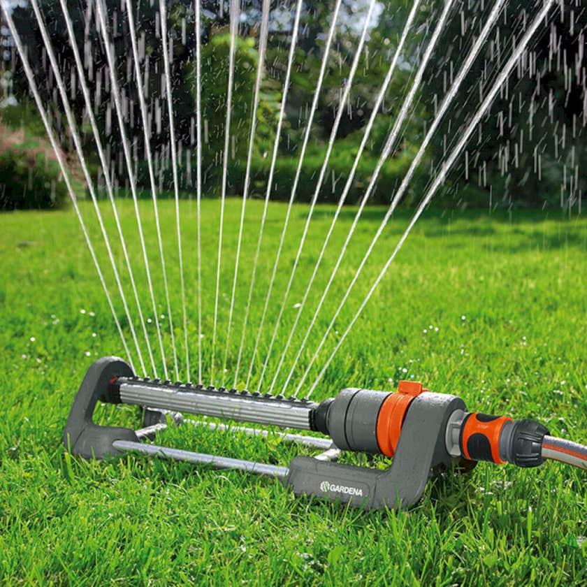 GARDENA Oscillating Polo Sprinkler 250