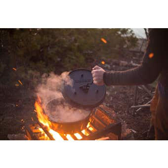 Camp Chef Cast Iron Deluxe Dutch Oven 30cm